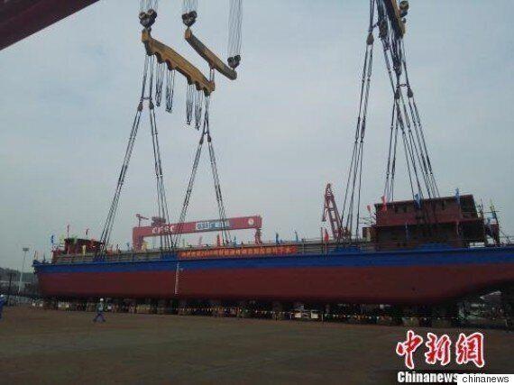 중국이 세계 최초로 전기 컨테이너 선박을