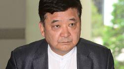 박사모 회장이 징역 2년의 실형을 선고