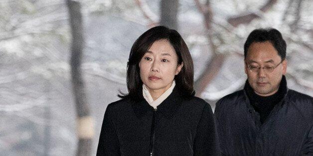 조윤선이 국정원 특활비 상납과 화이트리스트 혐의로 검찰