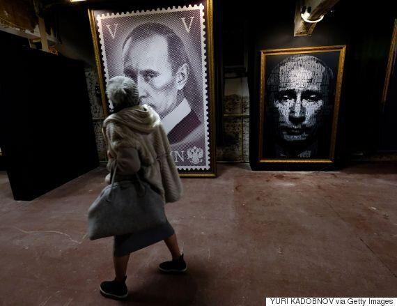 푸틴이 재선 도전을 선언한 지금, 모스크바에서 '슈퍼푸틴' 전시가 시작됐다