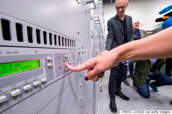 노르웨이가 세계 최초로 FM 라디오 송출을 완전 중단하고 디지털로