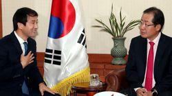 홍준표 대표가 신임 청와대 정무수석을 만나서 한