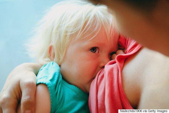 누드로 수유하는 엄마 사진은 전혀 성적이지