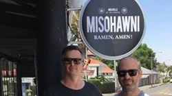아시아계 퓨전 식당 이름을 '미소호니'라고 지은 백인 주인들이
