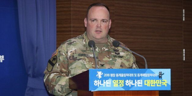 북한 군인이 JSA를 넘어 귀순하는 모습이 담긴 CCTV 영상이