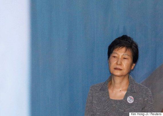 법원, 박근혜 '궐석재판' 결정...