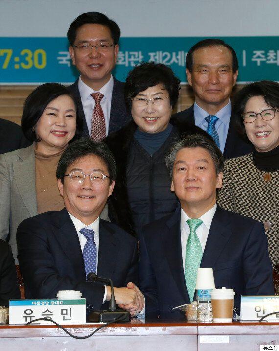 안철수와 유승민이 국민의당·바른정당 '연대·통합 토론회'에 참석해 한