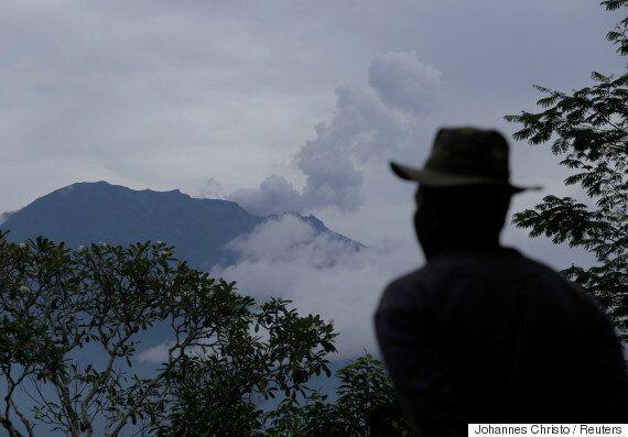 발리 아궁 화산에서 700m 연기가