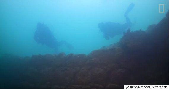 터키에서 가장 큰 호수 바닥에서 3천년 된 요새가