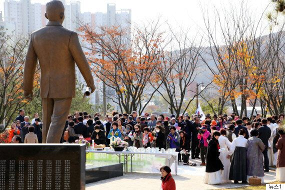 국민 3명 중 2명이 박정희 동상에