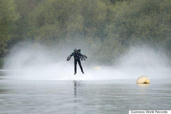 '현실판' 아이언맨 수트가 기네스북에 오를 비행 기록을
