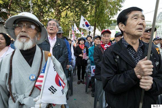 경찰서 24시간 불침번 6개월...'태극기 집회' 노인들의