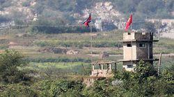 북한군 1명이 귀순하다 북 총격에 부상을