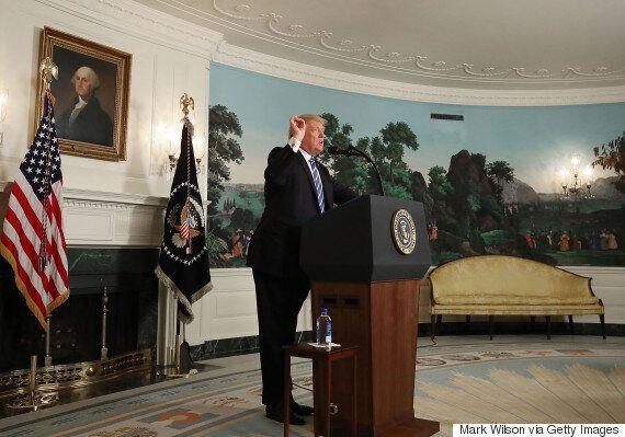 트럼프가 '중대 발표' 도중 물을 '홀짝'거리며 기이한 장면을 연출했다