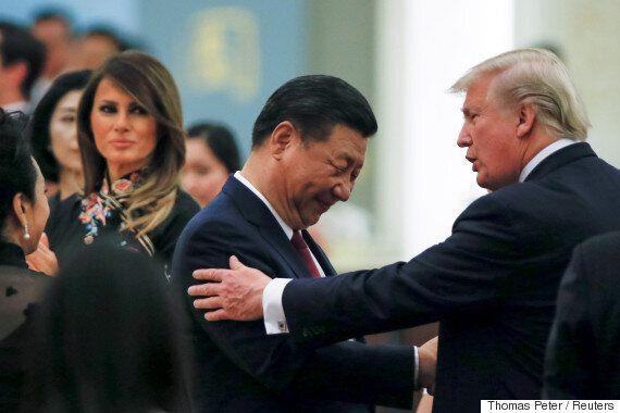 트럼프는 시진핑에 고개를 숙이고 아부를