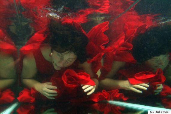 물 속에서 악기를 연주하는 세계 최초의 '수중 밴드'가
