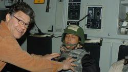 잠든 여성 가슴에 손 올린 미 상원의원의 '기념사진'이