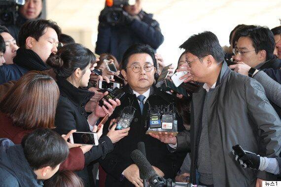 '롯데홈쇼핑 3억 뇌물' 의혹 전병헌 檢 출석...