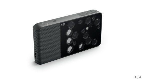 이 DSLR 카메라는 주머니에 넣을 수 있을 정도로