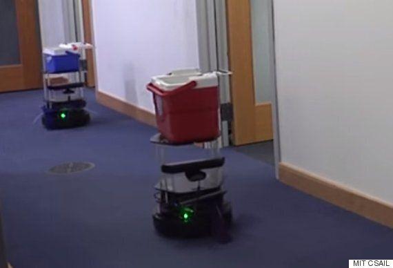 MIT 연구진이 캔맥주를 서빙해주는 로봇을 개발