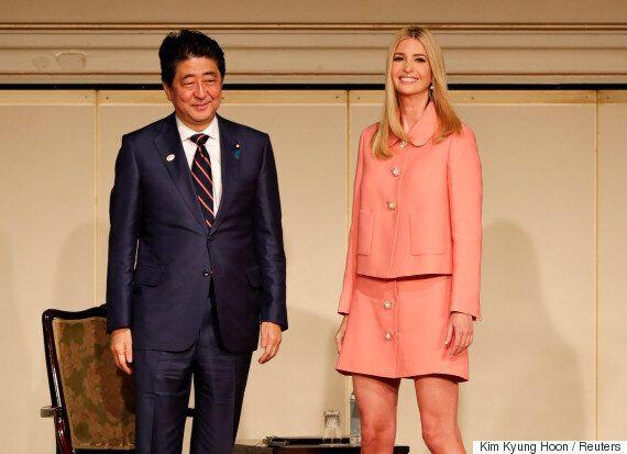 일본 방문한 이방카를 대하는 아베 신조 총리의
