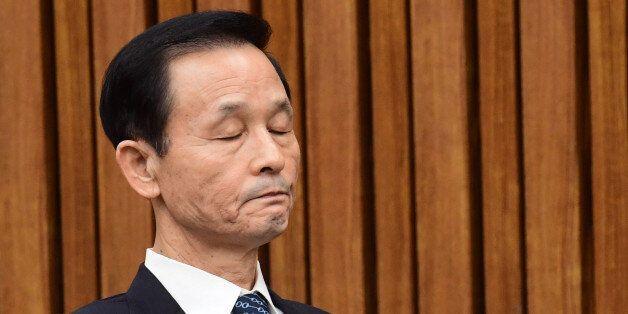 세월호 상황보고서를 조작한 의혹을 받는 김장수 전 주중대사에게 출국금지 조처가