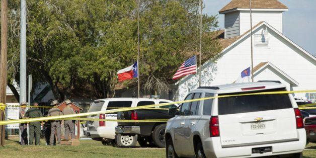 美 텍사스 예배중이던 신자에 총격 ...50여명
