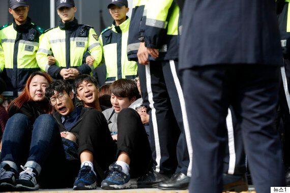 트럼프 방한 반대 국회 기습시위 벌인 대학생 25명이