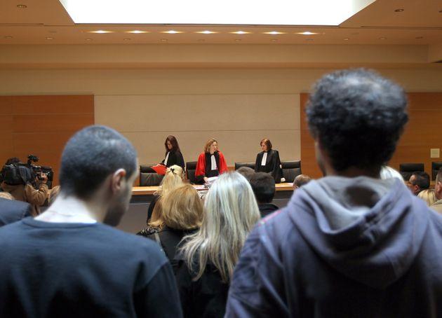 Les membres de la cour d'assises arrivent, le 28 mars 2011, au tribunal de