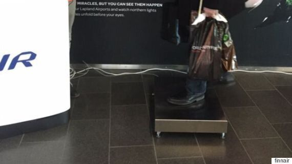 핀란드 항공사가 탑승객의 몸무게를 재기