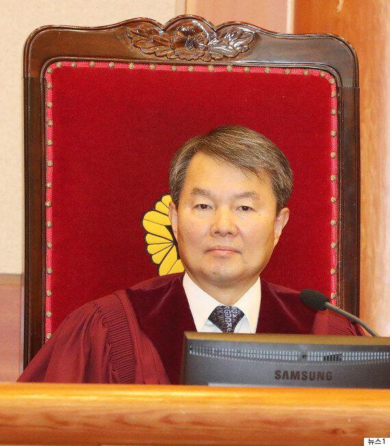 문 대통령, 헌재 소장 후보에 이진성 재판관