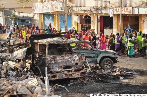 소말리아 '사상 최악' 폭탄 테러 사망자가 300명에 육박하고