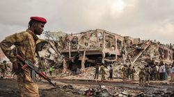 소말리아 테러 사망자가 300명에 육박하고