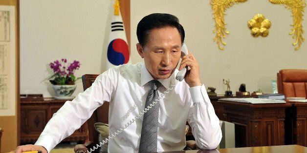 SEOUL, SOUTH KOREA - MAY 26: South Korean President Lee Myung-Bak talks with US President Barack Obama...
