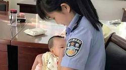 재판 중인 피고의 아기에게 젖을 먹인 중국