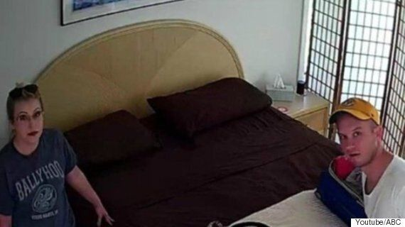 에어비앤비 주인이 몰래카메라를 침실에 설치했다가