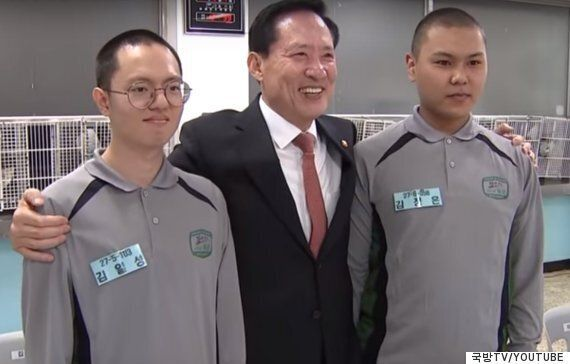 송영무 국방부 장관이 훈련소에서 김일성·김정은 훈련병을