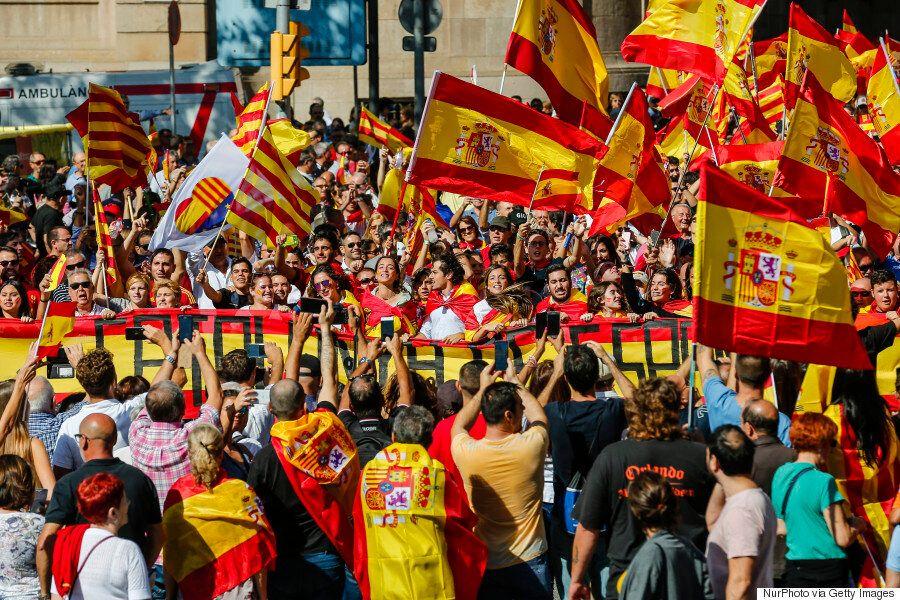 [화보] 스페인에서 '카탈루냐 독립 반대' 대규모 시위가