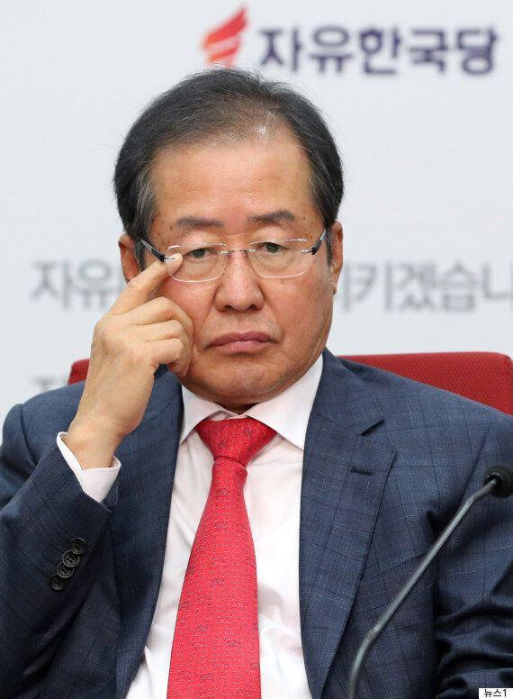 청와대가 문재인 대통령-여야 4당 회담 개최를 알리며 홍준표의 참석을