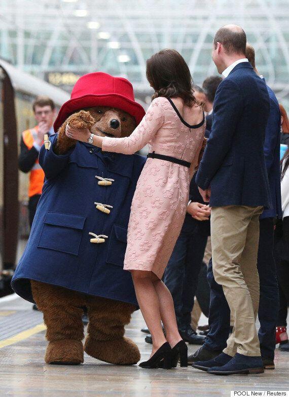 케이트 미들턴이 '패딩턴' 곰과 함께 댄스파티를