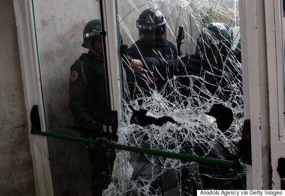 스페인 경찰이 강제진압에 나서면서 카탈루냐 분리독립 주민투표가 파행을 겪고