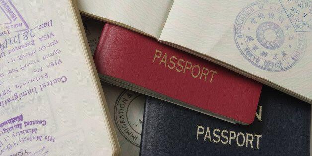 한국에서 성형수술을 받은 중국 여성이 여권사진 때문에 문제에