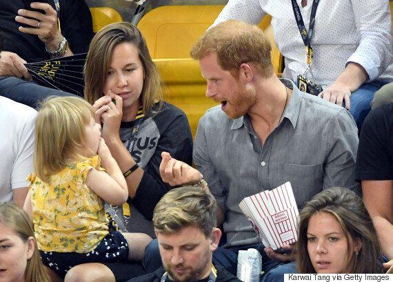 왕자님의 팝콘을 집어간 아기가 시선을 강탈했다(영상,