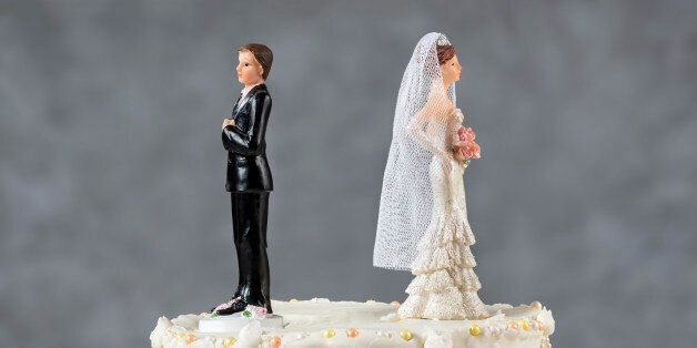 Wedding cake spouses turning their backs to each other for emerging