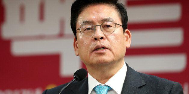 한국당 원내대표실에 돌 던진 20대 회사원이 밝힌 범행