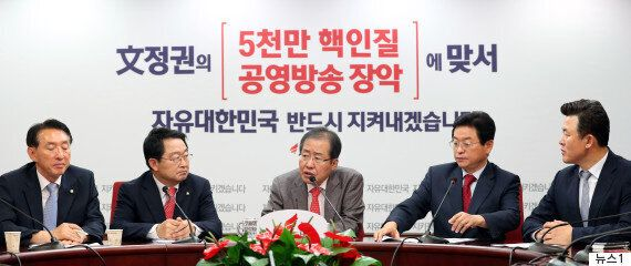 자유한국당이 '전술핵 외교' 방미성과를 강변하며 '독자 핵무장'을