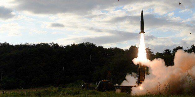 북한 미사일에 대응사격한 '현무-2' 미사일 두 발 중 한 발이