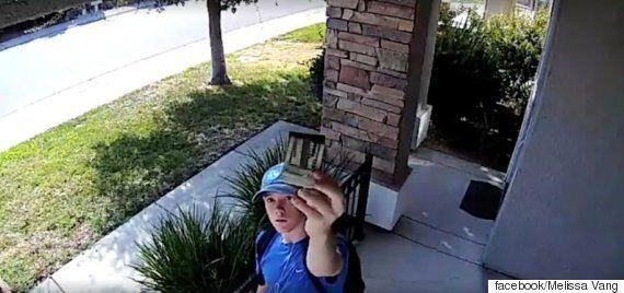 의문의 남자가 우리집 CCTV 카메라를 향해