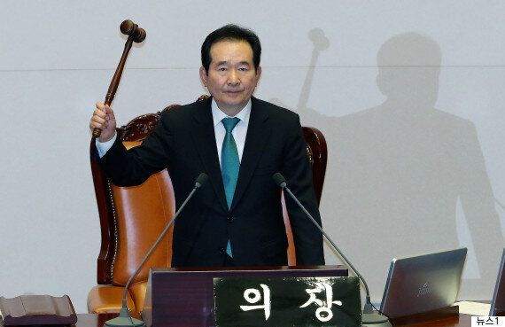 오늘 청와대 윤영찬 수석만 '초록 넥타이'를 맨 게