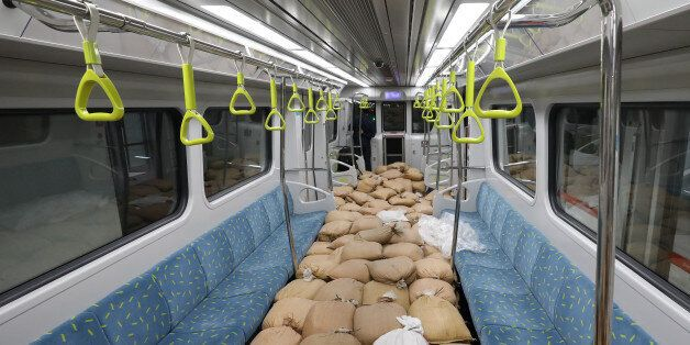 서울시가 지하철 택배 운영을 고민하고